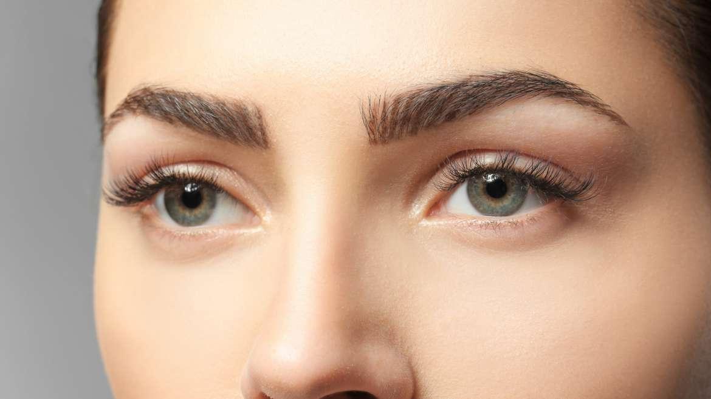 Lasersko odstranjevanje mikropigmentacij obrvi in permanentnega makeupa